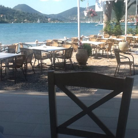tomsseasiderestaurant-tables-nidri-lefkada