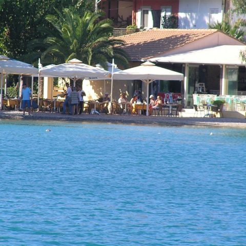 tomsseasiderestaurant-people-nidri-lefkada